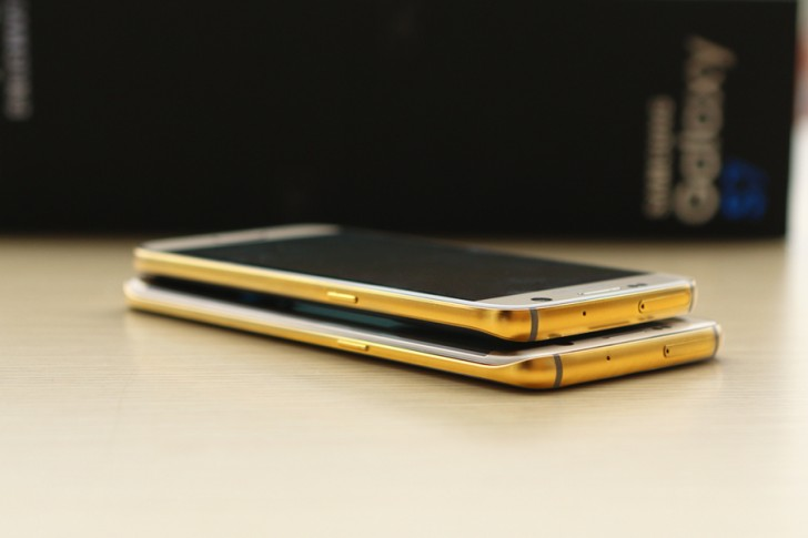 Samsung Galaxy S7 e Samsung Galaxy S7 Edge con cover d'oro a 24 K