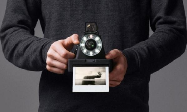Nuova fotocamera Impossible l-1, l'evoluzione della Polaroid
