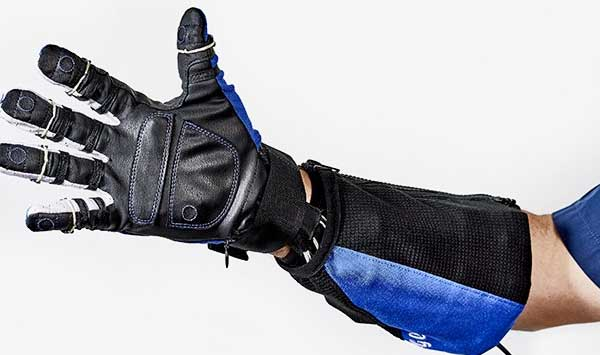 RoboGlove, il superguanto di General Motors e NASA