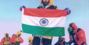 Scalano Everest ma solo con il Photoshop