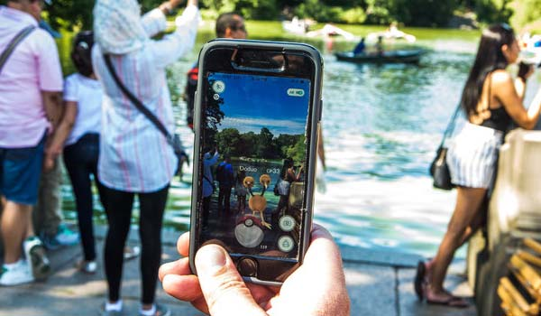 Pokémon Go sbarca in Italia, mentre nel mondo è oggetto di bizzarrie