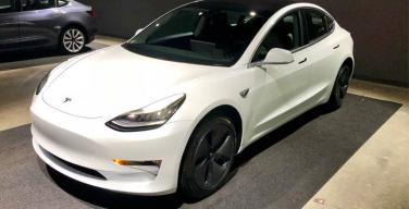 Tesla lancia i nuovi portachiavi Model 3 per i pochi fortunati