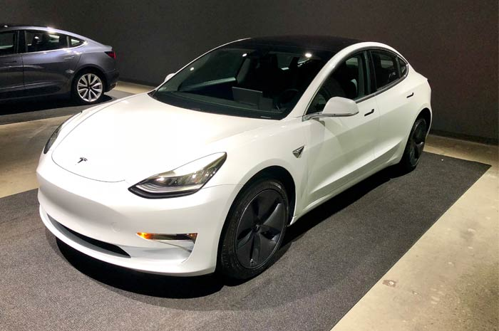 Tesla lancia i nuovi portachiavi Model 3, per i pochi fortunati